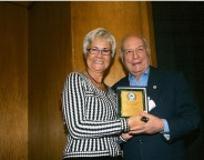 Ειδική τιμητική βράβευση του δημοσιογράφου κ. Γιάννη Διακογιάννη από την πρόεδρο του Δ.Σ. κ. Μαίρη Λομβάρδου-Ζούλα