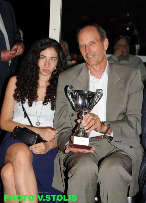 Ο βραβευθείς Ντέιβιντ Στεργάκος με την κόρη του Ντενίζ