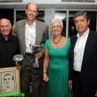 Οι βραβευθέντες Τάκης Λουκανίδης και Ντέιβιντ Στεργάκος με την Μαίρη Λοβάρδου-Ζούλα και τον Πέτρο Πομόνη